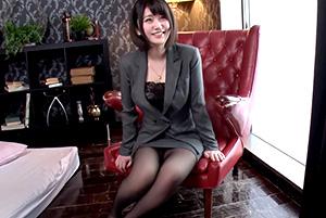 仕事が出来るオンナはSEXも極上!ロリ巨乳の美人OLの着衣SEX