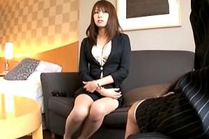 【着衣セックス】上品な秘書が親の借金を返済するために脱ぐ…