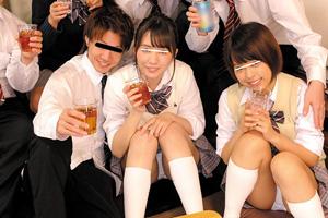 飲み会で泥酔した美少女クラスメイトを手マンする乱交セックス動画