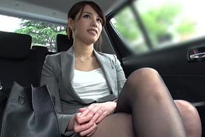 【素人】手マンで感じる美人キャリアウーマンのハメ撮り動画