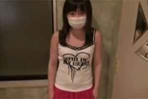 【素人】おじさんの手マンでイッちゃう円光少女がマスクを外すハメ撮り動画