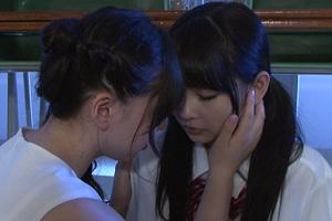 跡美しゅり 江上しほ 女教師と教え子のJKが禁断のレズプレイで愛し合う動画