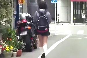 まなかかな 大人しそうな制服美少女が知らないオジサンの車に乗せられて…