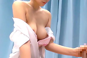 【マジックミラー号】乳首がビンビンのナースが男性患者の悩みを抜いて解決!