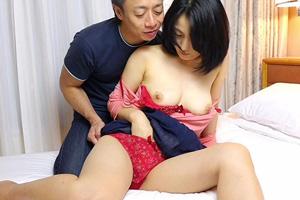 【素人】人妻とは思えないアラフォー奥様を手マンするセックス動画