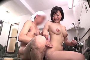 【企画】素人女性が男湯に乱入して精子ぶっかけされて来い!