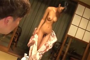 竹田ゆめ 華奢な美少女がAV男優の温泉旅行をたった1人で性接待することに…
