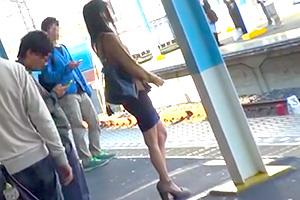 【レイプ 中出し】黒人痴漢師に狙われるか弱い日本人