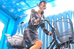 【マジックミラー号】公衆の面前で大量潮吹き。アクメ自転車で頭真っ白…