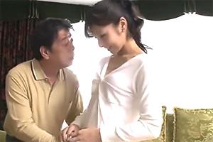 【熟女】愛加あみ 定年退職してヒマを持て余している義父と禁断の関係
