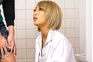 AIKA 保健室のギャル先生が教え子のショタをトイレでフェラ抜き!
