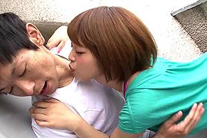紗藤まゆ 泥酔したお姉さんが僕に抱きついてきてキスをせがむ