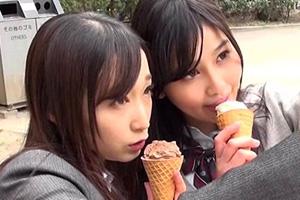 JKお散歩でバイトする円光少女をスーツ姿の女性が誘ってレズキス!