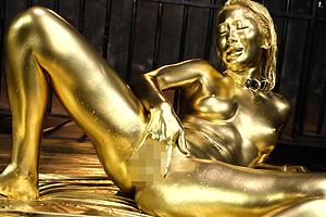 AIKA 金粉まみれで全身が黄金に輝くギャルとゴムなしフェチSEX!