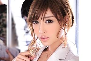 明日花キララ 通勤中に痴漢動画を撮影されたキャリアウーマンが脅されてレイプ!