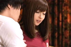 【熟女】新山沙弥 泊まりに来た母親の友人が美しすぎて…