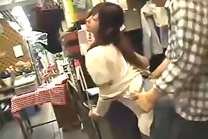 【レイプ】下半身めっちゃ濡れてる…。花屋の美人店員をバイト中にハメる!