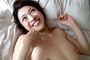 笑顔が素敵な人妻さん、7年ぶりの濃厚SEXで大満足!