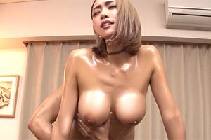 藤本紫媛 生意気な巨乳ヤンキーギャルが乙女に戻るオイルマッサージSEX!