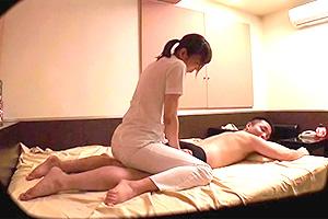 【盗撮】ビジネスホテルで頼んだ出張の熟女マッサージ師を口説き落とす!