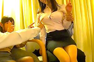 【中出し】忘年会の二次会で泥酔した社員が広告代理店のOLをハメる!