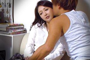 【熟女】色っぽい美人妻がチャラ男に抱かれてしまうSEX盗撮映像