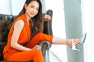 佐野栞 股下85cmの驚異の美脚スレンダー!8頭身人妻がAVデビュー!