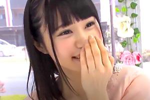 【マジックミラー号】ロリかわ女子大生がキツい膣口に極太ティルド挿入!