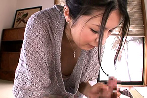 綾瀬れん 巨乳お姉さんの胸チラ。めっちゃガン見したい…