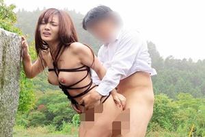 青山はな 立ちバックで喘ぐ緊縛野外セックス!