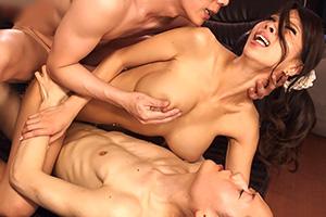 希咲エマ 母乳撒き散らす人妻がアナルとマンコの2穴ファックで激イキ!