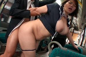 杏美月 ぽっちゃり好きには堪らない体つき!Jカップ痴女が自ら痴漢されにバスへ乗車!