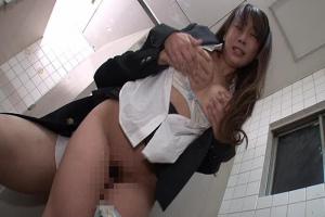 美人教師がトイレに間に合わず失禁!それをネタに脅してみるとまさかのドM女だった