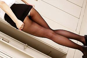 神波多一花 タイトスカート×黒パンストのセクシー女教師が校舎内で痴女プレイを連発する!