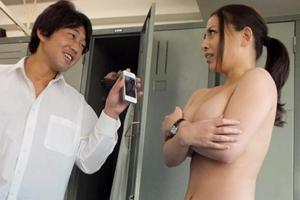 織田真子 美人女教師が男子生徒に絶対服従!弱み握られ教室でハメられる先生