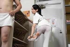 パンツが透けまくりの熟女看護師が入浴介助!洗体されてそのまま立ちバックでハメパコ!