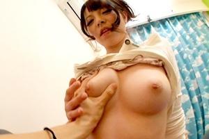 上原亜衣 ギャル家庭教師が生徒を誘惑!パイパンおマンコに中出し膣内射精!あと潮吹きも
