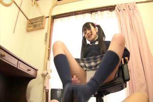 南梨央奈 ロリ系美少女JKが足コキ、手コキフェラでエッチなご奉仕!