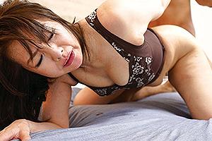 西崎史乃 還暦の熟女妻が再び沸き上がった性欲を持て余しAV初撮り!十数年ぶりのセックスで中出し!