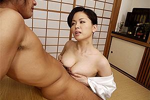 佐藤みき フェロモンたっぷりの熟れた巨乳!性欲の疼くままにパイズリで男を挑発する町医者の未亡人