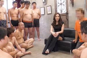 霧嶋りお ギャルお姉さんがたくさんの男達のザーメンを搾り取ります!もちろん中出しで!