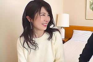 原田千晶 他人棒で初イキ!男優の凄テクで身体ビクビクさせて感じるHカップのもち肌爆乳人妻