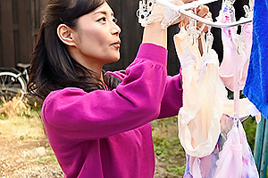 平岡里枝子 無防備な姿で息子を悶々させちゃう四十路母、息子に逆らえずにご奉仕近親相姦