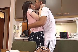 斉藤みゆ 義父に弱みを握られてしまい、旦那の居ない時間に性処理女になり下がった巨乳人妻