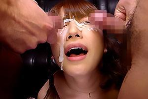 初川みなみ 現役女子大生がローターオナニー!センズリ鑑賞したら濃厚ザーメンを顔射される