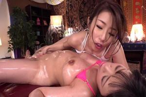 篠田あゆみ 白河里奈 巨乳のエステティシャンに媚薬を仕込まれる爆乳人妻!レズマッサージで感じまくり