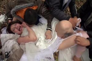早川瑞希 若菜かなえ ウエディングドレス姿の花嫁を鬼畜レイプするホームレス!野外で輪姦されてしまう