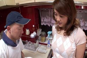 中谷紀香 長身の母が配達に来た酒屋さんに襲われる!おっぱい乳首を弄られ感じる人妻
