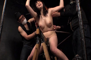 一条リオン 斉藤みゆ 爆乳おっぱい美少女を拘束してSM快楽拷問!三角木馬がまんこに食い込む