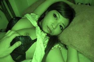 さとう遥希 巨乳のお姉ちゃんが寝ているところを夜這い!近親相姦レイプでザーメンを中出し